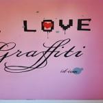 Zmień design wnętrza: Malujemy napis na ścianie